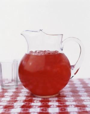 赤いジュースいりピッチャー
